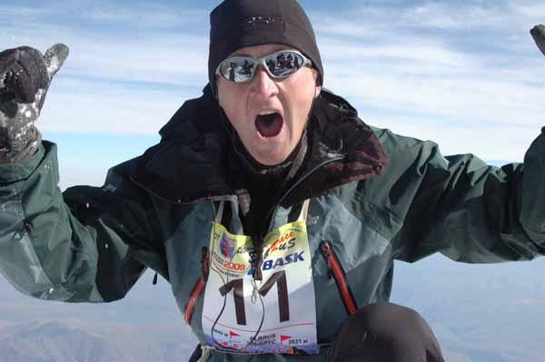 Сергей Фурцев забежал на вершину Эльбруса (5642) с Азау (2400м) за 4 часа 19 минут!!! Фото: Игорь Новак
